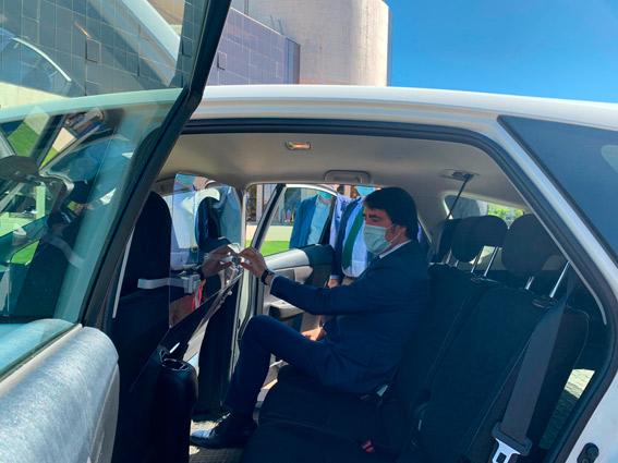 La Junta entrega mamparas protectoras a los taxistas de León