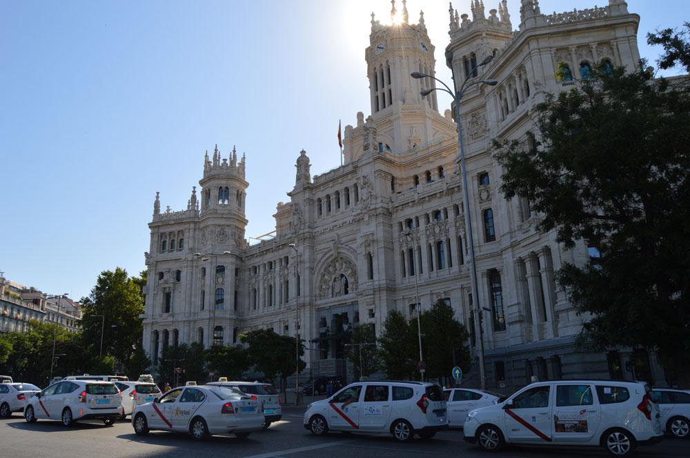 Taxistas amenazan con demandar al Ayuntamiento de Madrid