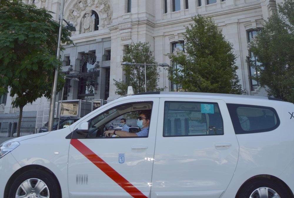El taxi pide a la CAM un nuevo informe sobre la demanda del servicio