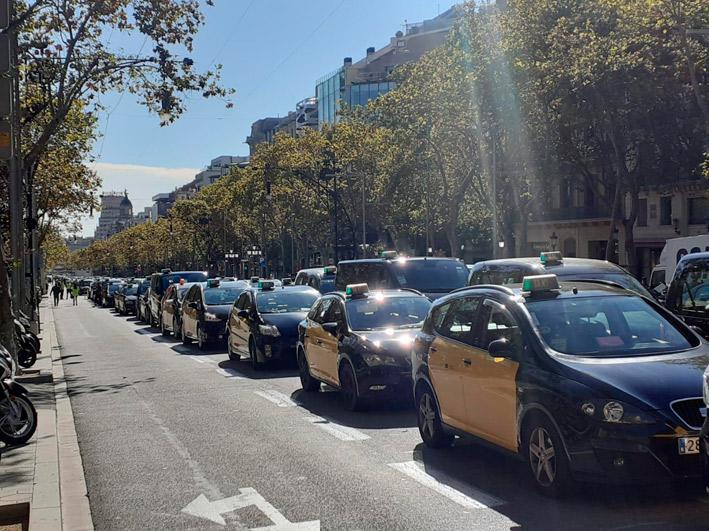 El taxi de Barcelona anuncia una marcha lenta para este jueves