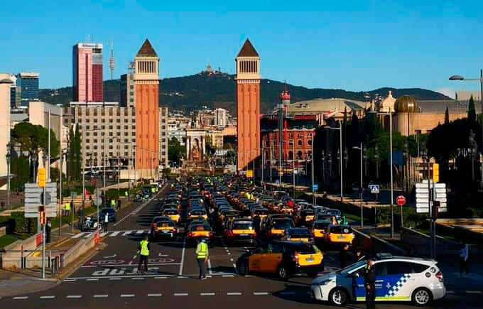 El taxi de Barcelona continúa con las movilizaciones