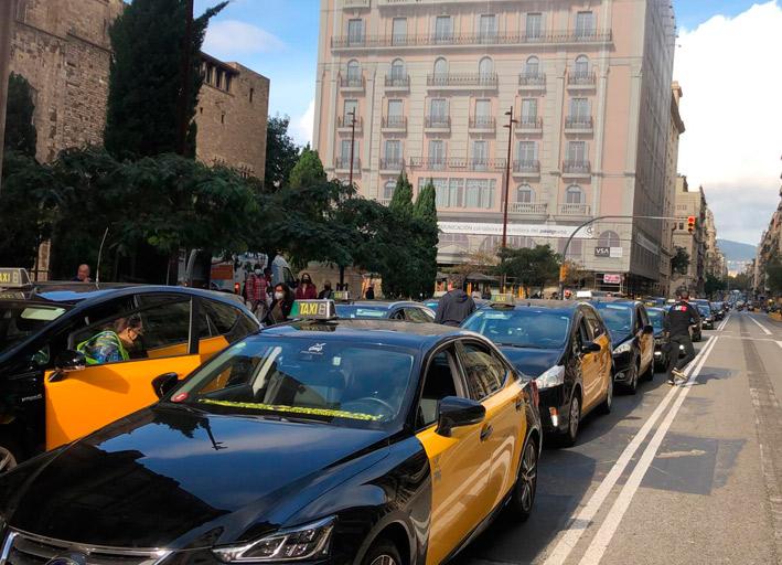 Taxistas de Barcelona se manifiestan hoy contra el Ayuntamiento