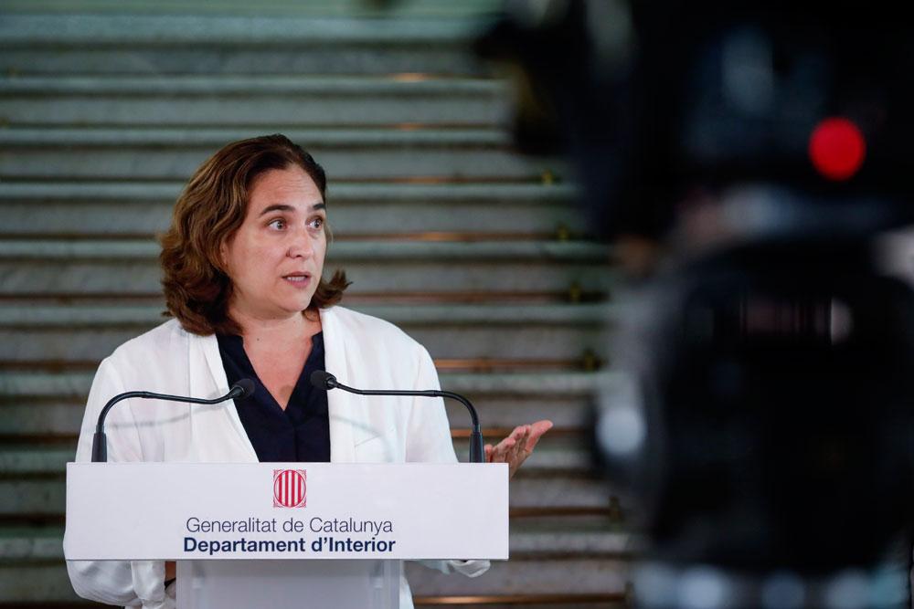 Colau pide a la Generalitat ayudas para el taxi