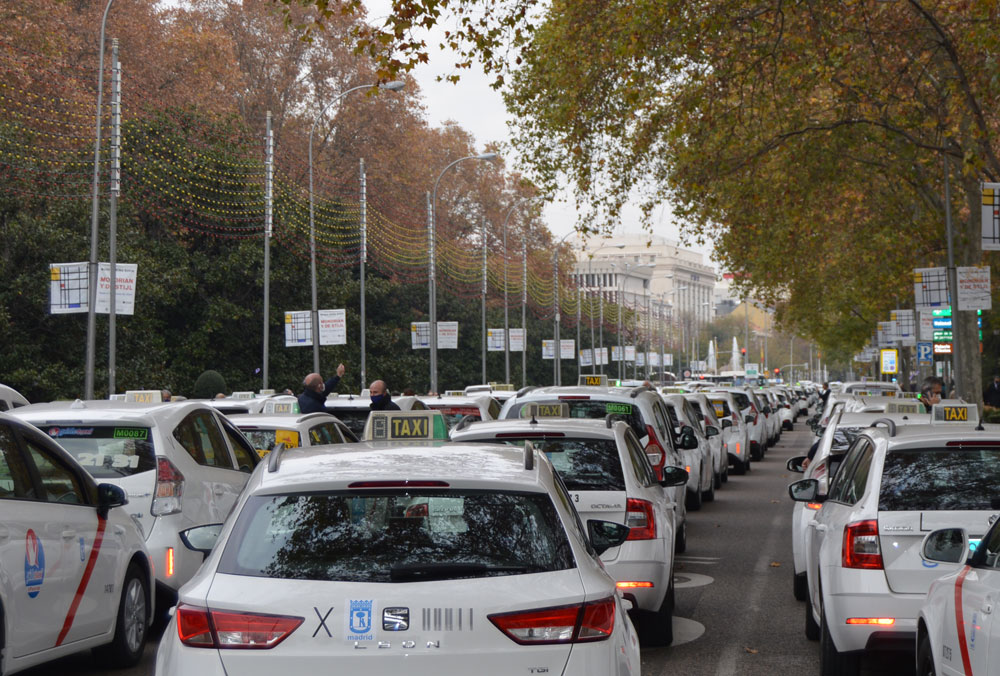 Varios miles de taxis colapsan Madrid