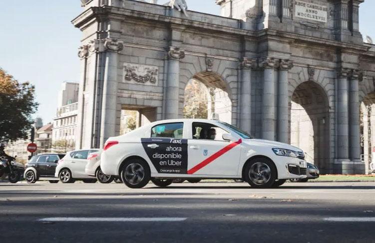 Según Uber, más de 1.500 taxistas trabajan con su app