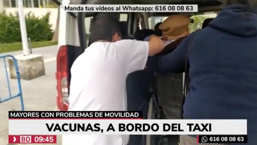 Los mayores reciben la vacuna sin bajar del taxi