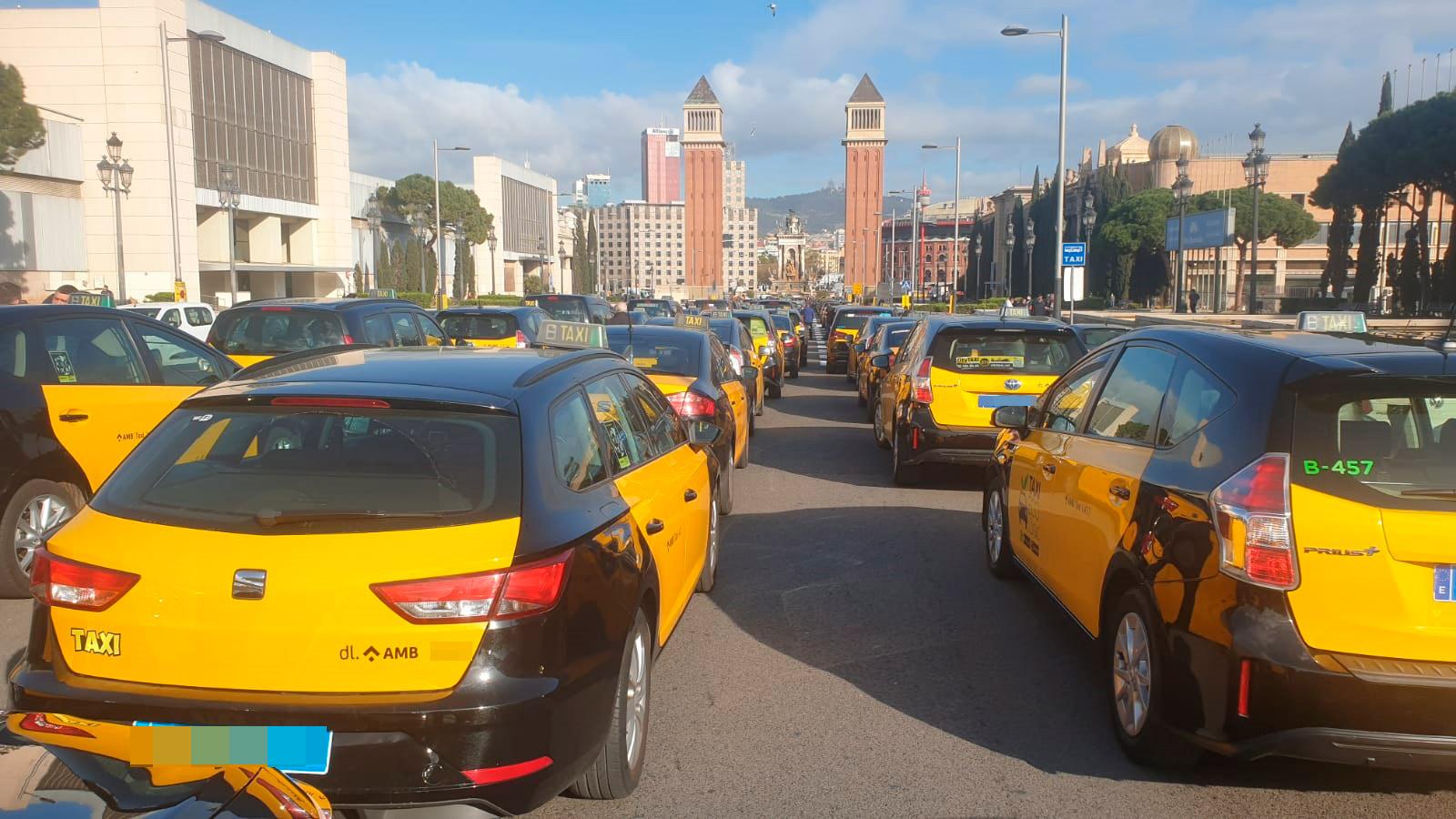 El taxi vuelve a salir a la calle contra Uber