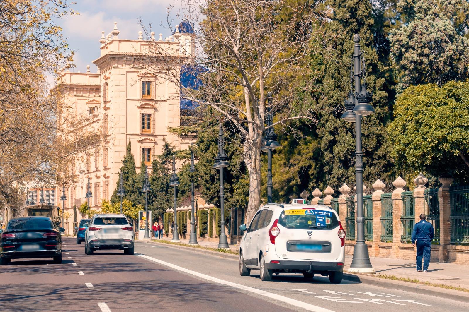 Valencia anuncia exámenes para taxista en mayo