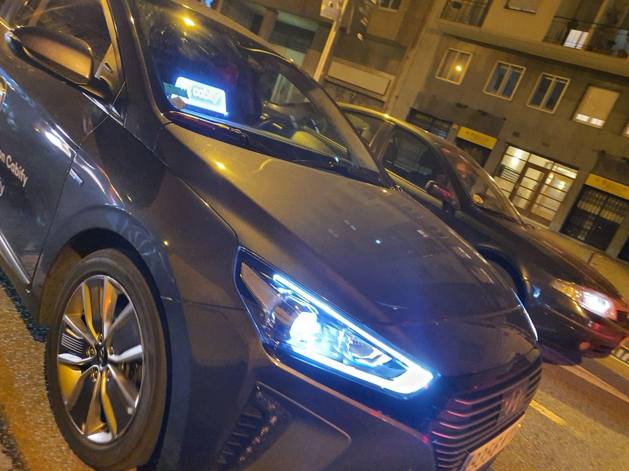 El taxi de Barcelona denuncia a Cabify por el uso de luminosos