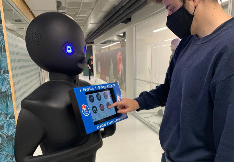 Teky, el primer robot para pedir taxi, lleva nombre madrileño