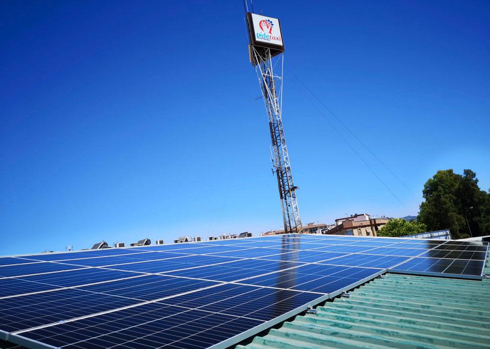 El taxi cordobés, más sostenible gracias a la energía solar